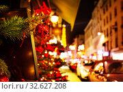 Купить «Christmas decoration background on Paris street view», фото № 32627208, снято 4 декабря 2016 г. (c) Сергей Новиков / Фотобанк Лори