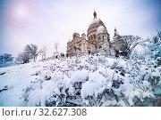 Купить «Winter snow day view Sacre-Coeur Montmartre Paris», фото № 32627308, снято 7 февраля 2018 г. (c) Сергей Новиков / Фотобанк Лори