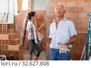 Elderly man controlling construction. Стоковое фото, фотограф Яков Филимонов / Фотобанк Лори