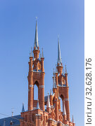 Russia, Samara, August 2019: Catholic Church of the Sacred Heart of Jesus in Samara. High Gothic towers on a background of blue sky. Стоковое фото, фотограф Акиньшин Владимир / Фотобанк Лори