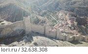 Defensive Northern wall of Albarracin on background of cityscape with Cathedral tower, Aragon, Spain (2018 год). Стоковое видео, видеограф Яков Филимонов / Фотобанк Лори