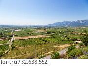 Купить «Лагуардия, Испания. Живописный вид виноградников в горной долине», фото № 32638552, снято 23 июня 2017 г. (c) Rokhin Valery / Фотобанк Лори