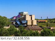 Купить «Эльсьего, Испания. Винный люкс отель Marques de Riscal», фото № 32638556, снято 23 июня 2017 г. (c) Rokhin Valery / Фотобанк Лори