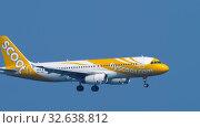 Купить «Scoot Airbus A320 approaching over ocean», видеоролик № 32638812, снято 14 ноября 2019 г. (c) Игорь Жоров / Фотобанк Лори