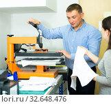 Man and woman printing t-shirt in a workshop. Стоковое фото, фотограф Яков Филимонов / Фотобанк Лори