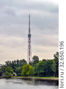 Купить «Река Большая Невка и телевизионная башня. Санкт-Петербург», фото № 32650196, снято 12 сентября 2017 г. (c) Геннадий Соловьев / Фотобанк Лори