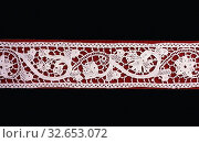Insertion, Late 19th century (based on 17th century English lace prototype), Possibly England, England, Linen, needle lace, 5.2 × 81.8 cm (2 × 32 1/4 in.) Редакционное фото, фотограф ARTOKOLORO QUINT LOX LIMITED / age Fotostock / Фотобанк Лори