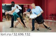 People dancing samba in pairs. Стоковое фото, фотограф Яков Филимонов / Фотобанк Лори
