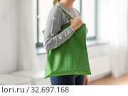 Купить «woman with reusable canvas bag for food shopping», фото № 32697168, снято 3 мая 2019 г. (c) Syda Productions / Фотобанк Лори
