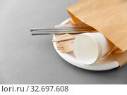 Купить «wooden forks, knives and paper cups on plate», фото № 32697608, снято 3 мая 2019 г. (c) Syda Productions / Фотобанк Лори