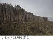 "Wooden fortress wall, Museum of Zaporizhian Cossacks ""Zaporizhian Sich"" of Khortytsia, Zaporozhye city, Ukraine (2019 год). Стоковое фото, фотограф Некрасов Андрей / Фотобанк Лори"