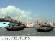 Купить «Российский боевой танк Т-14 «Армата» на тяжёлой гусеничной платформе на генеральной репетиции парада на Красной площади в честь Дня Победы», фото № 32710316, снято 7 мая 2019 г. (c) Free Wind / Фотобанк Лори