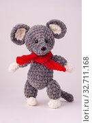 Купить «Funny knitted teddy mouse, white background», фото № 32711168, снято 13 декабря 2019 г. (c) Иванов Алексей / Фотобанк Лори