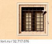 Купить «Security with a video surveillance camera at a jailhouse window», фото № 32717076, снято 12 июля 2020 г. (c) easy Fotostock / Фотобанк Лори