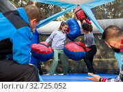 Купить «Females fighting by stuffed boxing gloves», фото № 32725052, снято 28 января 2020 г. (c) Яков Филимонов / Фотобанк Лори
