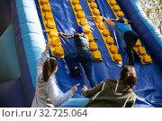 People passing obstacles at amusement park. Стоковое фото, фотограф Яков Филимонов / Фотобанк Лори