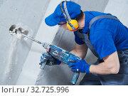 Купить «boring hole for electric outlet by power tool drill.», фото № 32725996, снято 28 мая 2018 г. (c) Дмитрий Калиновский / Фотобанк Лори