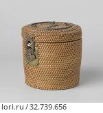 Купить «Wicker basket for teapot, Braided, drum-shaped basket with brass hinges and closure. Lined inside., anonymous, China, c. 1800 - c. 1999, Qing-dynasty ...», фото № 32739656, снято 4 апреля 2020 г. (c) age Fotostock / Фотобанк Лори