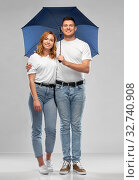 happy couple in white t-shirts with umbrella. Стоковое фото, фотограф Syda Productions / Фотобанк Лори