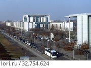 Berlin, Germany, view of the Federal Chancellery (2018 год). Редакционное фото, агентство Caro Photoagency / Фотобанк Лори