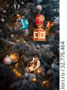 Купить «Рождественская елка в Эрмитаже», фото № 32776464, снято 5 декабря 2019 г. (c) Владимир Ковальчук / Фотобанк Лори