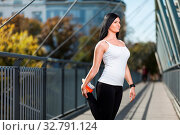 City workout. Beautiful young woman training in an urban setting. Стоковое фото, фотограф Zoonar.com/Tomas Anderson / easy Fotostock / Фотобанк Лори