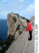 Купить «Aussichtspunkt, Cap Formentor, Mallorca, formentor, spanien, halbinsel, frau, person, mensch, wind, windig, sturm, stürmisch, meer, mittelmeer, küste, mirador», фото № 32792348, снято 1 июня 2020 г. (c) easy Fotostock / Фотобанк Лори