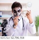 Купить «Scary monster doctor working in lab», фото № 32796164, снято 9 ноября 2017 г. (c) Elnur / Фотобанк Лори