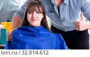 Купить «Man male hairdresser doing haircut for woman», фото № 32814612, снято 27 ноября 2017 г. (c) Elnur / Фотобанк Лори