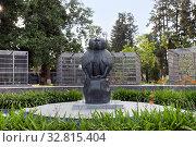 Купить «Памятник обезьянам. Сухум. Абхазия», фото № 32815404, снято 16 июня 2019 г. (c) Евгений Ткачёв / Фотобанк Лори