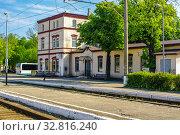 Купить «Калининградская область, Зеленоградск, вокзал на железнодорожной станции», фото № 32816240, снято 21 мая 2011 г. (c) glokaya_kuzdra / Фотобанк Лори