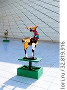 Купить «Один из символов Европейских игр - скульптуры газели возле музей Гейдара Алиева», фото № 32819916, снято 24 сентября 2019 г. (c) Евгений Ткачёв / Фотобанк Лори
