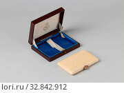 Купить «Visiting booklet and notebook made of ivory, with a fixed ivory leaf with gilt pencil, in brown leather box. Rectangular model, two hinges, caps with rubber...», фото № 32842912, снято 4 апреля 2020 г. (c) age Fotostock / Фотобанк Лори