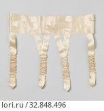 Suspender belt made of salmon-colored satin ribbon, Suspender belt made of salmon-colored satin ribbon. Model: The waistband is made up of three 2.8 cm... Редакционное фото, фотограф ARTOKOLORO QUINT LOX LIMITED / age Fotostock / Фотобанк Лори