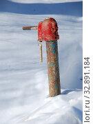 Купить «Водопроводная колонка в деревне», эксклюзивное фото № 32891184, снято 10 марта 2011 г. (c) lana1501 / Фотобанк Лори