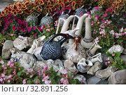 Купить «Грузинские кувшины. Уличная торговля», фото № 32891256, снято 16 сентября 2019 г. (c) Марина Володько / Фотобанк Лори