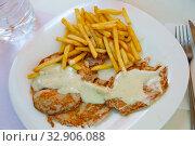 Carve pork with fried potato. Стоковое фото, фотограф Яков Филимонов / Фотобанк Лори