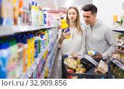 Купить «Adult couple choosing household detergents», фото № 32909856, снято 7 ноября 2019 г. (c) Яков Филимонов / Фотобанк Лори