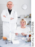 Купить «MAture woman and doctor», фото № 32910056, снято 14 ноября 2017 г. (c) Яков Филимонов / Фотобанк Лори
