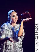 Мыльное шоу от Снегурочки. Стоковое фото, фотограф Евгений Горбунов / Фотобанк Лори
