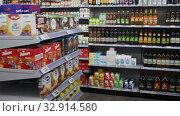 Купить «Assortment of olive and sunflower oil on showcase in supermarket», видеоролик № 32914580, снято 7 ноября 2019 г. (c) Яков Филимонов / Фотобанк Лори