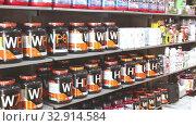 Купить «Shelves with dietary supplements, vitamins and minerals in sports nutrition shop», видеоролик № 32914584, снято 20 сентября 2019 г. (c) Яков Филимонов / Фотобанк Лори