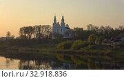 Купить «Софийский собор и река Западная Двина в весенних сумерках. Полоцк, Белоруссия», видеоролик № 32918836, снято 10 января 2020 г. (c) Виктор Карасев / Фотобанк Лори