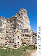 Купить «Руины башни XV века в Херсонесе Таврическом, Крым», фото № 32919220, снято 26 июля 2019 г. (c) Николай Мухорин / Фотобанк Лори