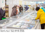 Купить «Russia Samara November 2019: Interior of a grocery store with shop windows and freezers.», фото № 32919556, снято 13 ноября 2019 г. (c) Акиньшин Владимир / Фотобанк Лори