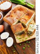 Купить «Пирог с зеленым луком и яйцом. Вид сверху», фото № 32920444, снято 8 октября 2019 г. (c) Надежда Мишкова / Фотобанк Лори