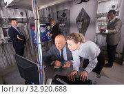 Купить «Businesspeople solving conundrums in quest room lab», фото № 32920688, снято 29 января 2019 г. (c) Яков Филимонов / Фотобанк Лори