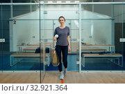 Female player with squash racket in locker room. Стоковое фото, фотограф Tryapitsyn Sergiy / Фотобанк Лори