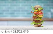 Купить «Homemade big fresh cheeseburger with flying ingredients.», видеоролик № 32922616, снято 26 декабря 2019 г. (c) Ярослав Данильченко / Фотобанк Лори