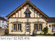 France, Saône-et-Loire (71), Saint-Leger-sur-Dheune, jam shop Péché Sucré. Стоковое фото, фотограф Philippe Michel / age Fotostock / Фотобанк Лори